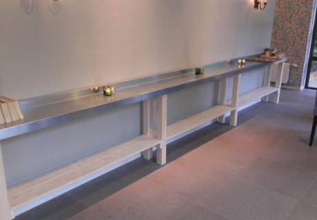Side table bekleedt met zink in uitvaartcentrum Amsterdam, april 2013
